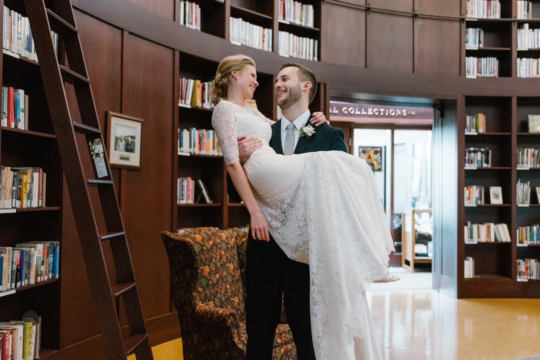 bloomington-Illinois-Wesleyan University-wedding-photographer (600).jpg