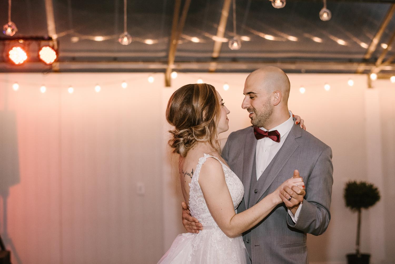 goldner-walsh-greenhouse-wedding-detroit-michigan-photographer (124).jpg