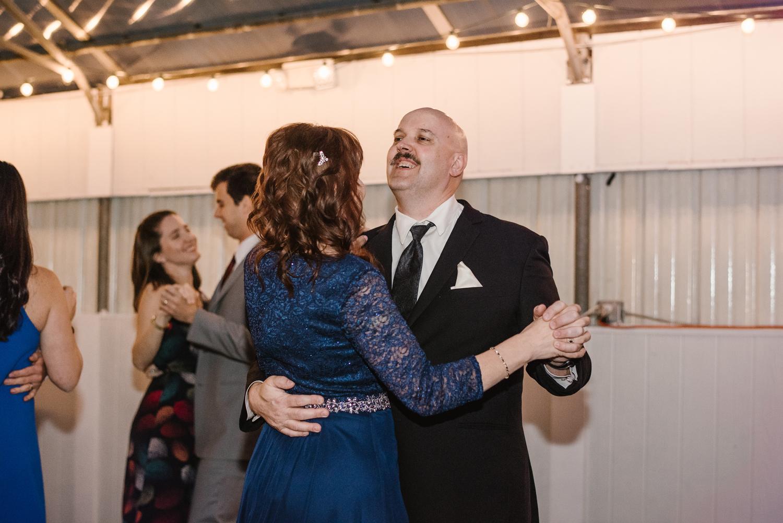 goldner-walsh-greenhouse-wedding-detroit-michigan-photographer (132).jpg