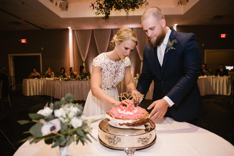 valparaiso-indiana-aberdeen-manor-wedding-photographer (120).jpg