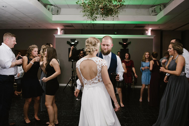valparaiso-indiana-aberdeen-manor-wedding-photographer (173).jpg