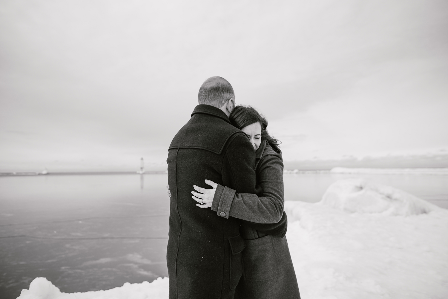frankfort-michigan-winter-engagement-session (29).jpg