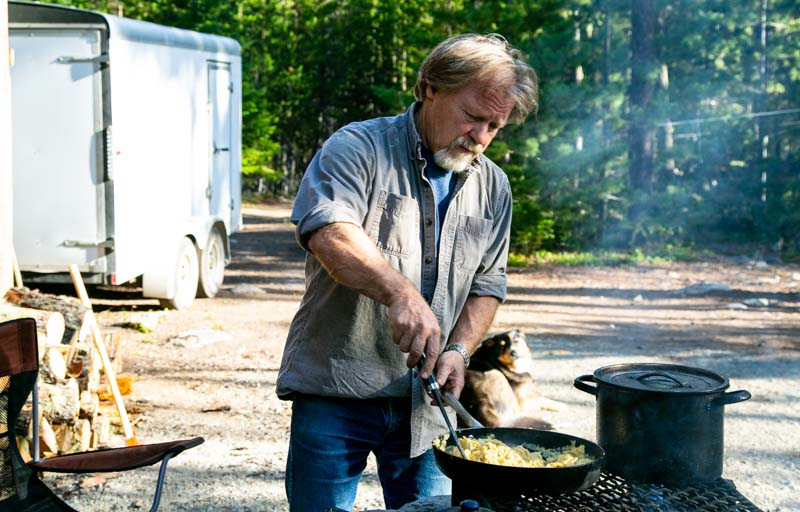 don cooking eggs on the fire_.jpg