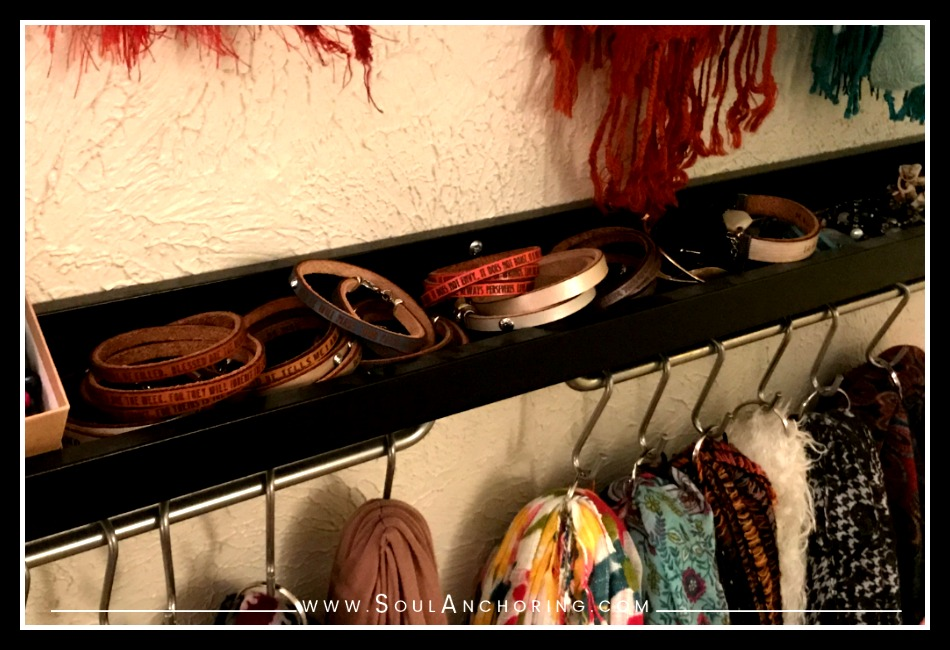 DIY Bracelet Organization + Display || SoulAnchoring.com