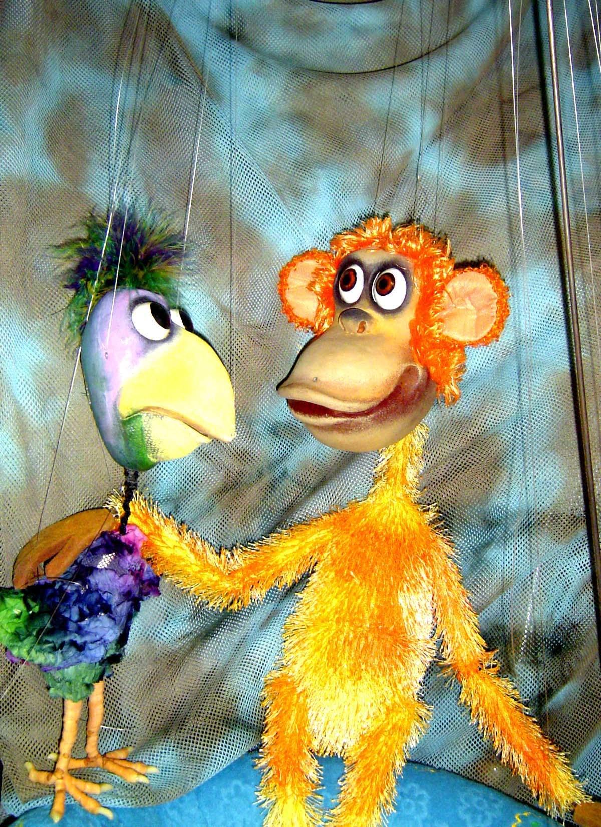 PuppetART-monkey-parrot-banana-for-turtle-04.jpg