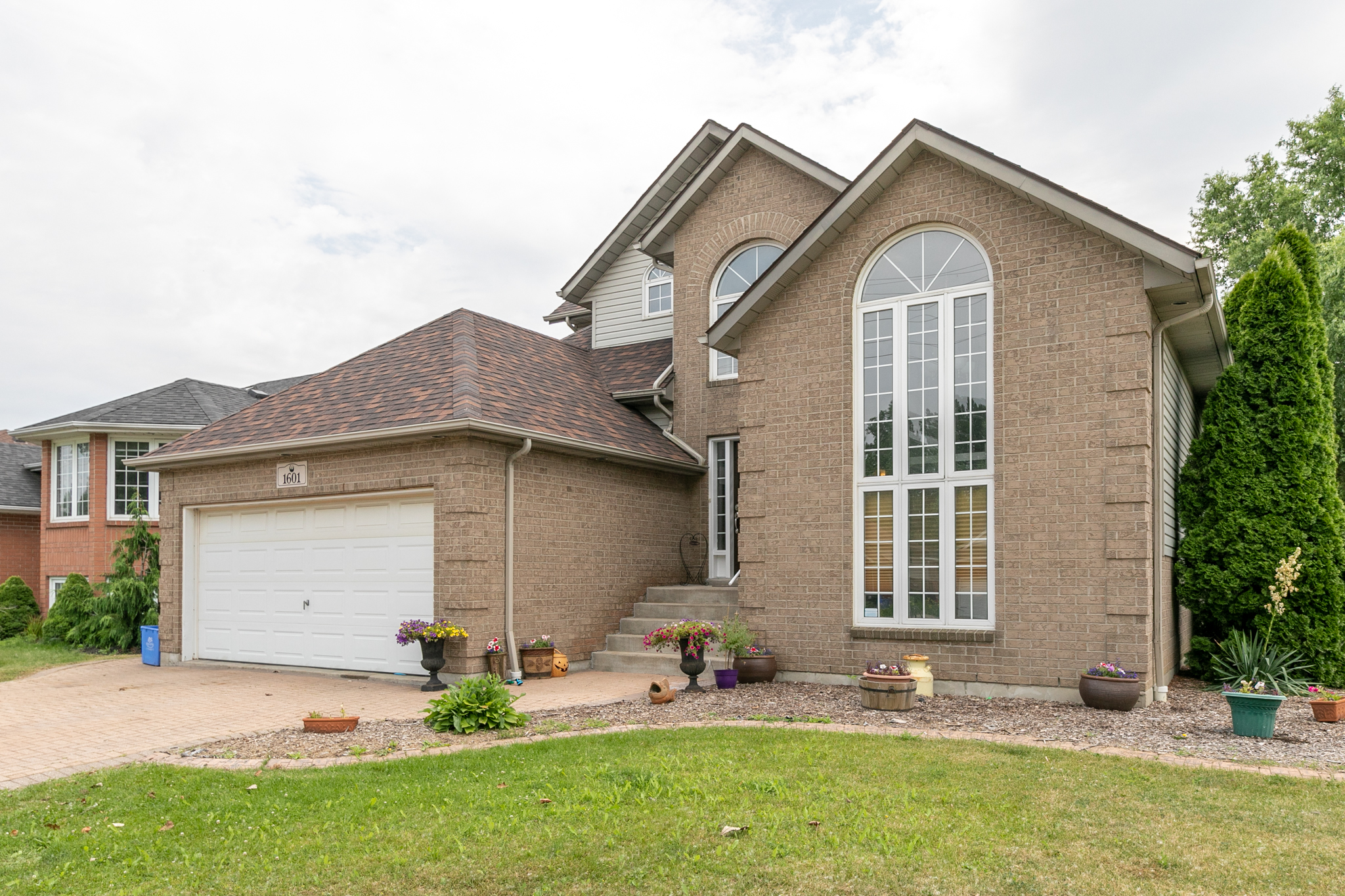 1601 Maple, LaSalle | 4 Beds | 3 Baths - SOLD