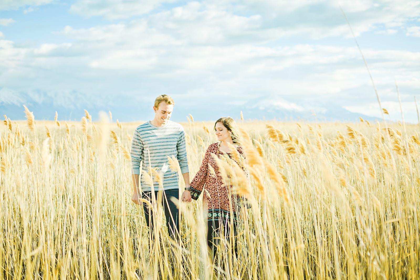 yellow_grass_field_photo_shoot_008.jpg