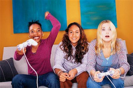 gamer girls_JYG.jpg