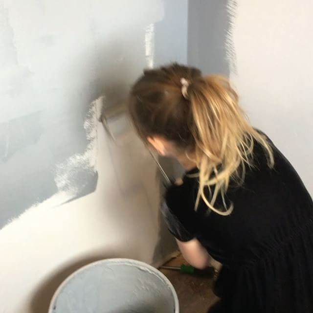 This little girl has been on the job since she before I even knew she existed 😂😂. She's grown up on sites watching me and as she's grown, helped me, work.  She LOVES to build homes with her mama and I love to have her help!  When we work on my house, she gets to help with all the things. #remodel #design #interiordesign #painting #DIY #fixerupper #family #momlife #workingmom #grey #nofilter