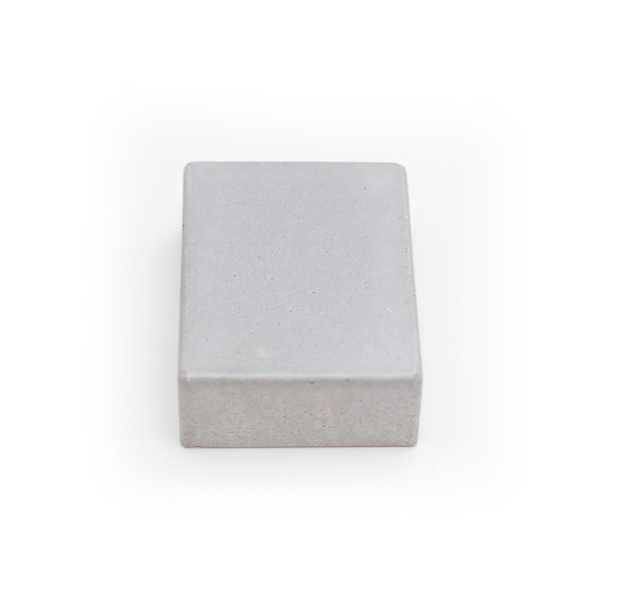 concreto(pode ser combinado com madeiras maciças)