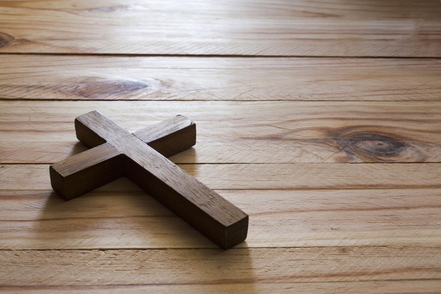 Fotolia Cross on wood.jpg