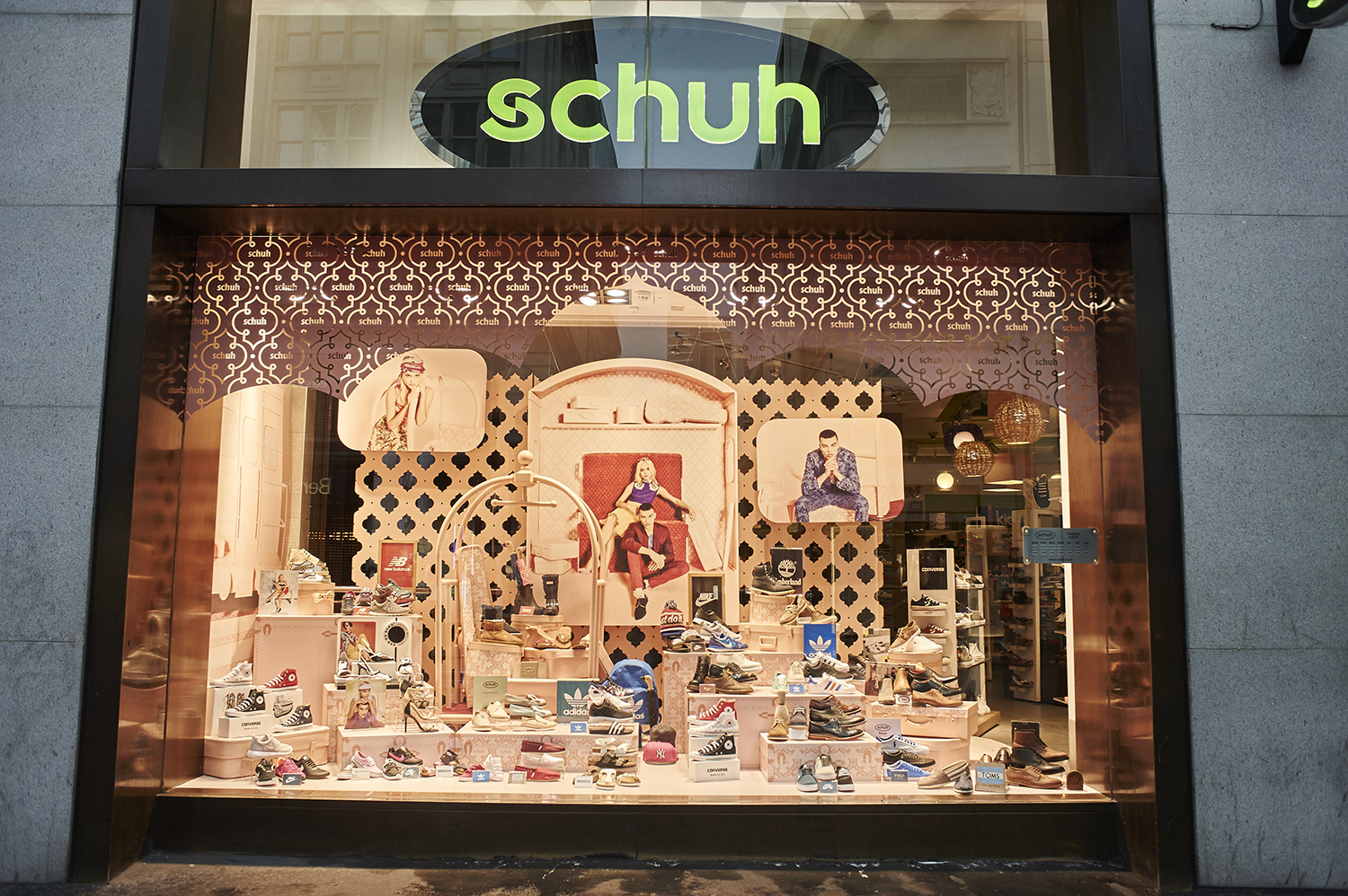 SCHUH+STAND+OUT+-+WINDOW+-+ROAR+CREATIVITY+-+JOHNNY+ACE.jpg