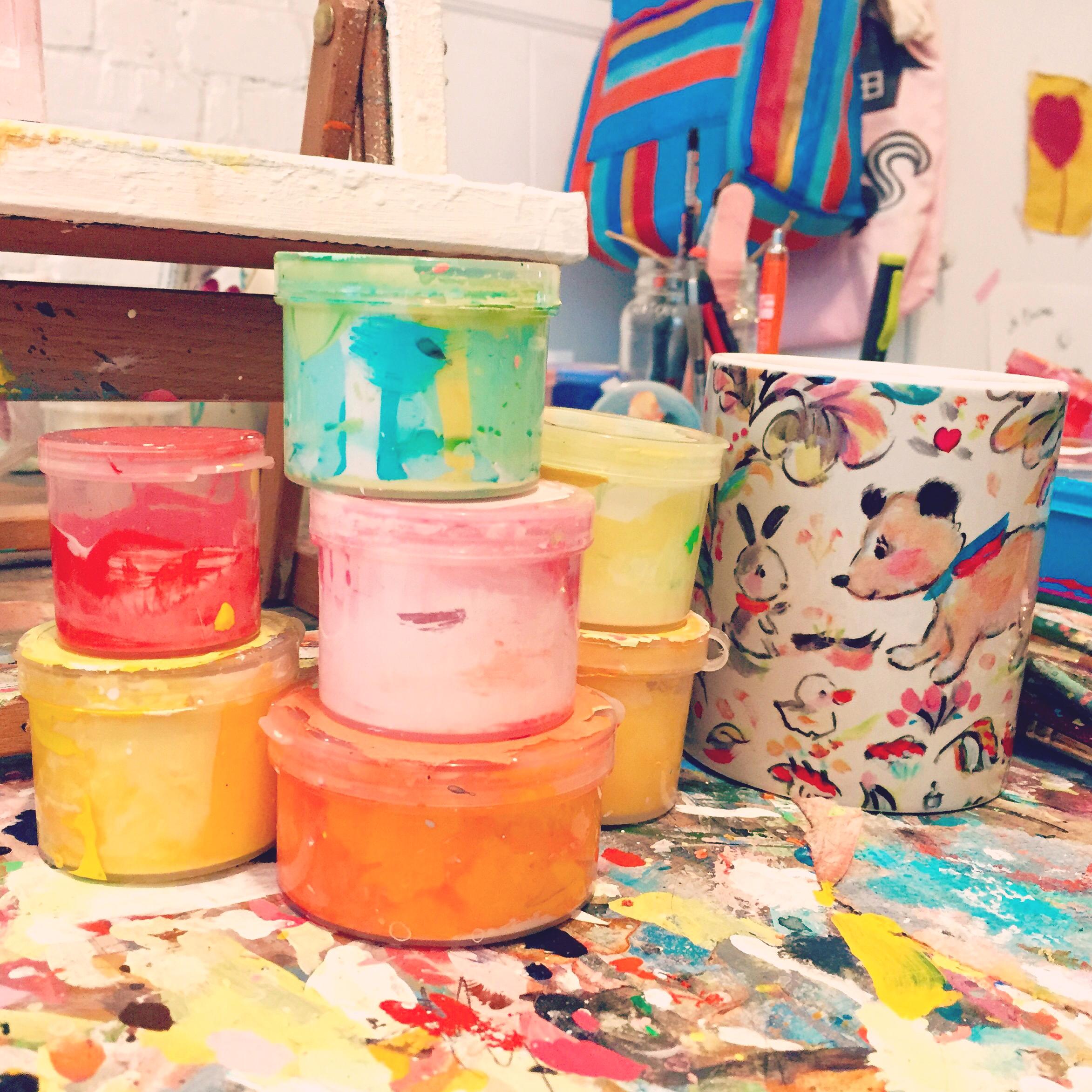 Allyn_Howard_paints_mug_table_studio.jpg