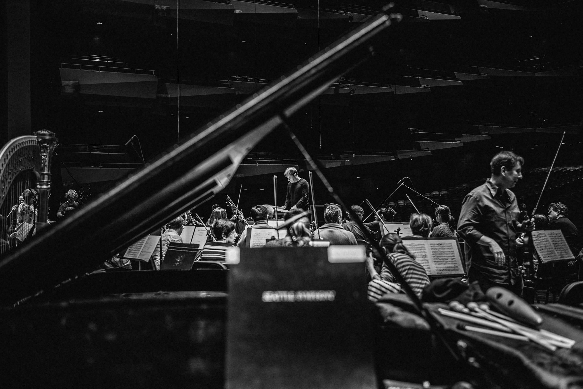 seattle-symphony-brandon-patoc-rehearsal-02.jpg
