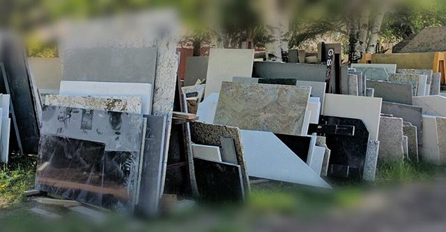 Look at these beautiful slabs waiting to be owned by you! 👌  SALE (up to $15/sq ft off the cost of your install) on a wide selection of colours!  Contact us to book your free estimate now! 👍 #linkinbio #contactinbio