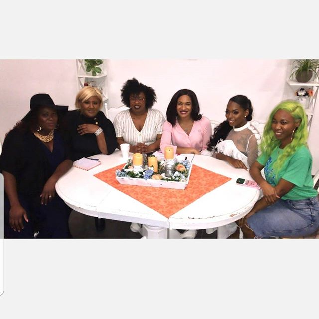 These women are sassy, caring , wise , smart,  entrepreneurs,  leaders, gamechanger ,  visionary,  influencers,  skin like chocolates  in  Belgium.  I'm  shouting out BLACK WOMEN IN CREATIVE  SPACE.  You all are Phenomenal  women.  #WOMENCRUSHWEDNESDAY . . . . . #Avafreemanco  #whatsyour10yrplan  #bwicsnash  #influencers  #brownskin #nossi  #nashvillecreatives #womenofnashville #womenofclarksville #onesteparatime