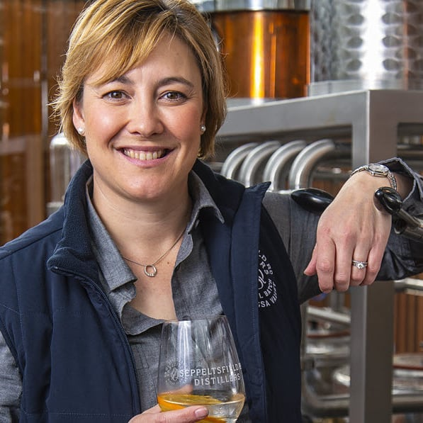 💥💥 Ones to Watch 💥💥 Meet gin distiller Nicole Durdin of @seppeltsfieldrddistillers in SA. Nicole  is a musician at heart, she played in the police band when she was in the force and has now turned her palate to small batch distilling and we love the results 🍸🍸🍸 Check out Nicole on our website #onestowatch  Recommended by Kathleen Davies @nipofcourage 💁‍♀️💁‍♀️💁‍♀️