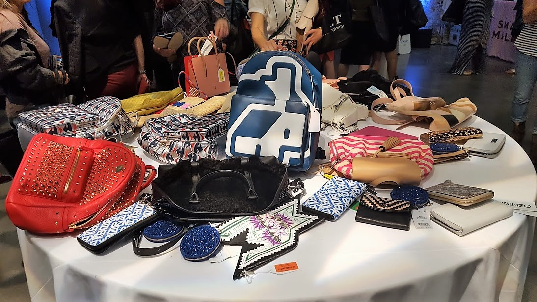 Table of purses
