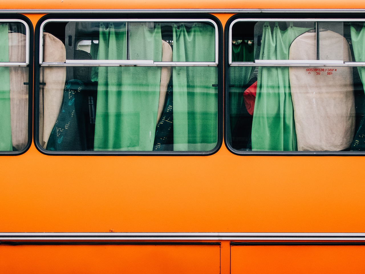 bus-893204_1280.jpg