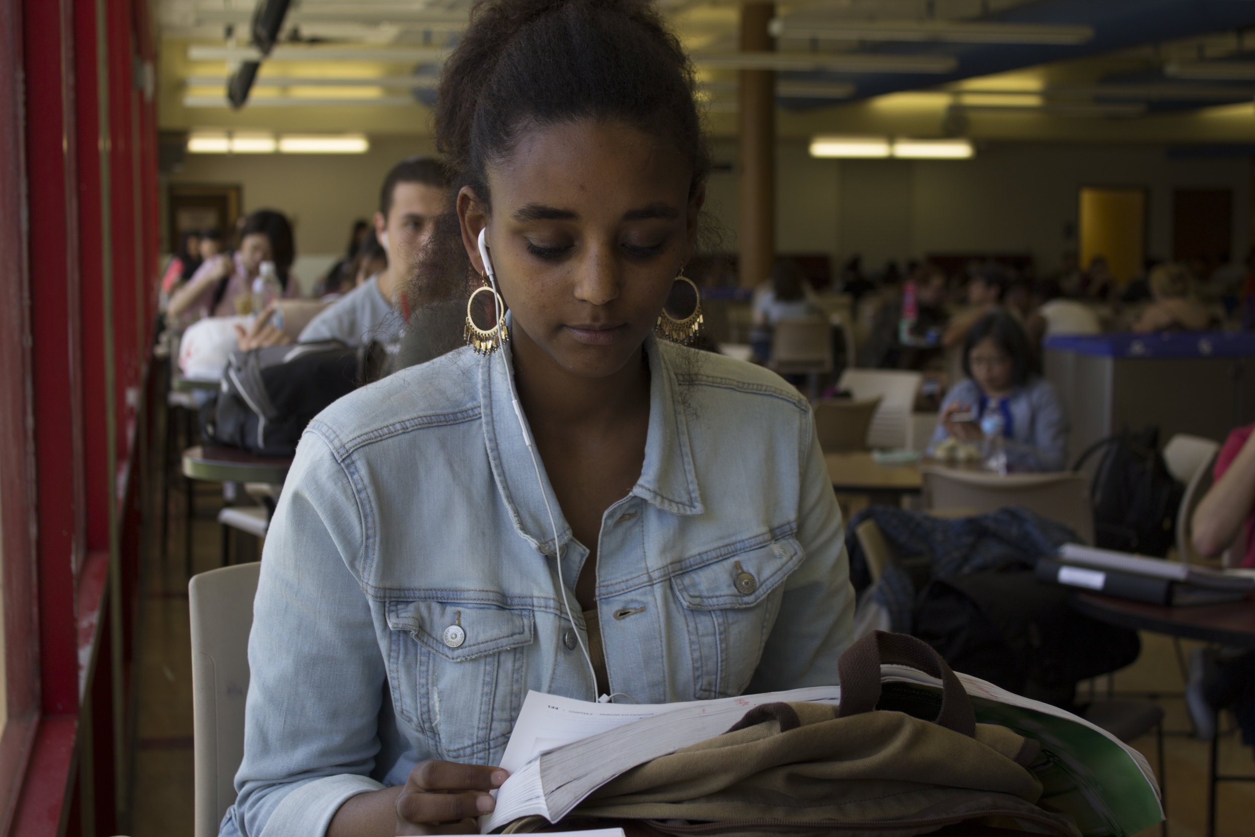 Victoria Gidey, 22, studying at Santa Monica College to become a nurse. Gidey reviewing notes at the school cafeteria just before a test. Photo taken on Wednesday March 29, 2017 at Santa Monica, Calif. By Emeline Moquillon, staff photographer.