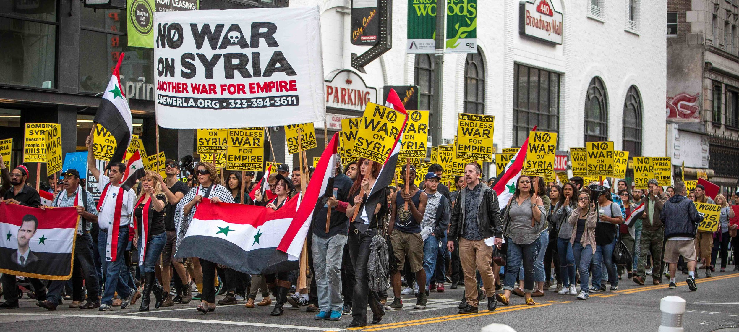 An estimated 300 protestors gathered at Pershing Square and marched to City Hall. Protestors across the US demonstrated against the airstrikes in Syria ordered by US President Donald Trump. Los Angees, California, April 8, 2017. Daniel Bowyer