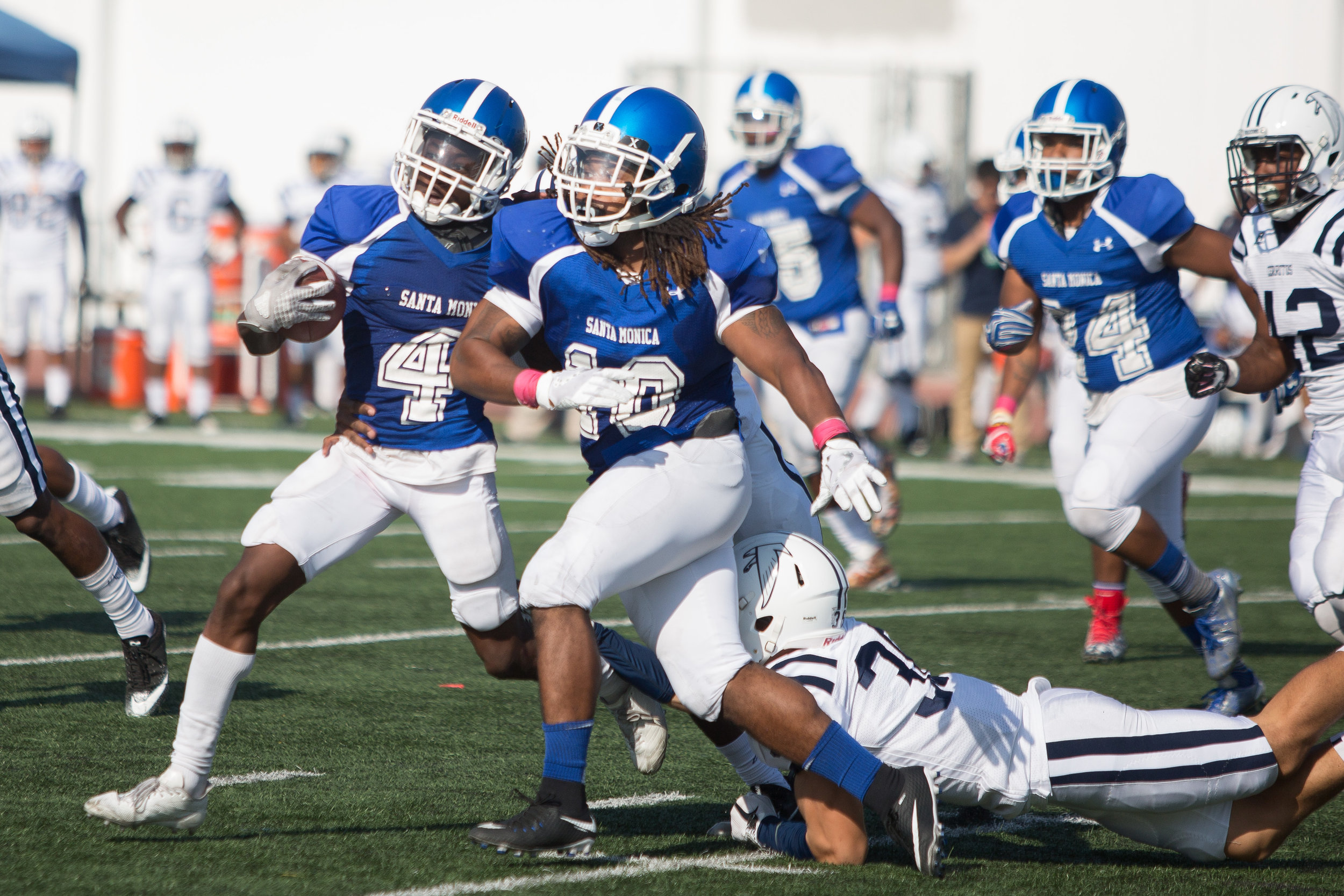 Wide receiver Christian Franklin (4) of Santa Monica College runs away from player of Cerritos College. The Santa Monica College Corsairs lose the game 7-31 against Cerritos Falcons on Saturday, October 14th, 2017 at the Corsair Stadium at Santa Monica College in Santa Monica, California. (Photo by Yuki Iwamura)