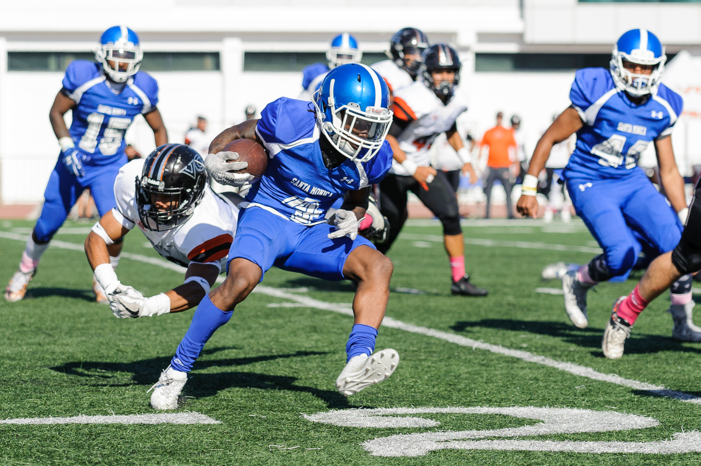 Wide receiver Cristian Franklin (4) of Santa Monica College evades  the Ventura College defense to gain yardage on the play. The Santa Monica College Corsairs lose to the Ventura College Pirates 0-55. The game was held at the Corsair Stadium at the Santa Monica College Main Campus in Santa Monica, Calif.. October 21, 2017. (Photo by: Justin Han/Corsair Staff)