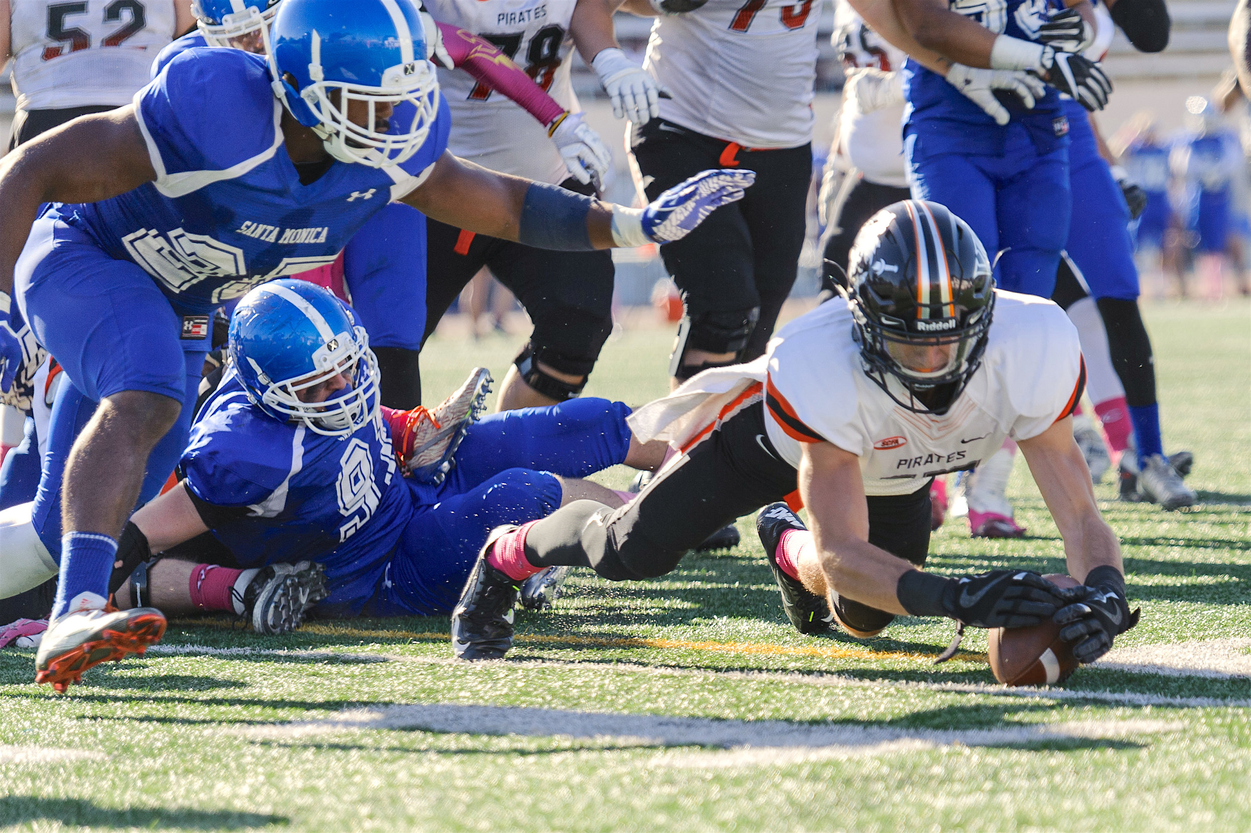 Conner MacArthur (17,Right) of Ventura College retrieves a fumbled ball, preventing a turnover of the Pirates. The Santa Monica College Corsairs lose to the Ventura College Pirates 0-55. The game was held at the Corsair Stadium at the Santa Monica College Main Campus in Santa Monica, Calif.. October 21, 2017. (Photo by: Justin Han/Corsair Staff)