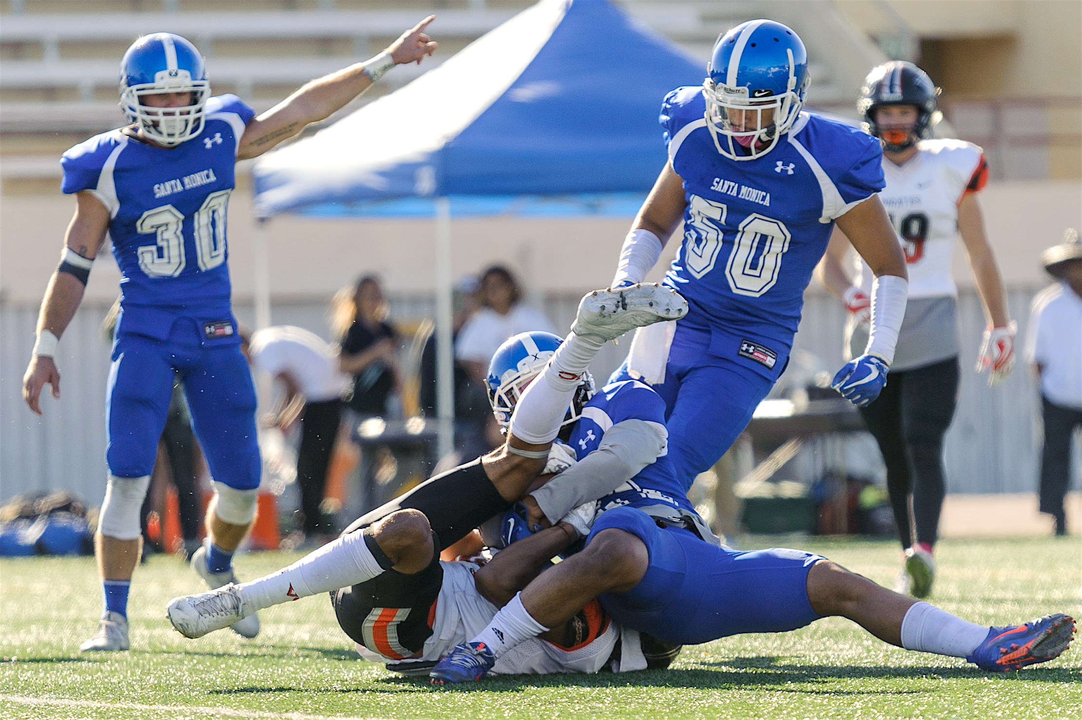 The Corsair defense intercepts a pass at the endzone, preventing a touchdown for Ventura College. The Santa Monica College Corsairs lose to the Ventura College Pirates 0-55. The game was held at the Corsair Stadium at the Santa Monica College Main Campus in Santa Monica, Calif.. October 21, 2017. (Photo by: Justin Han/Corsair Staff)