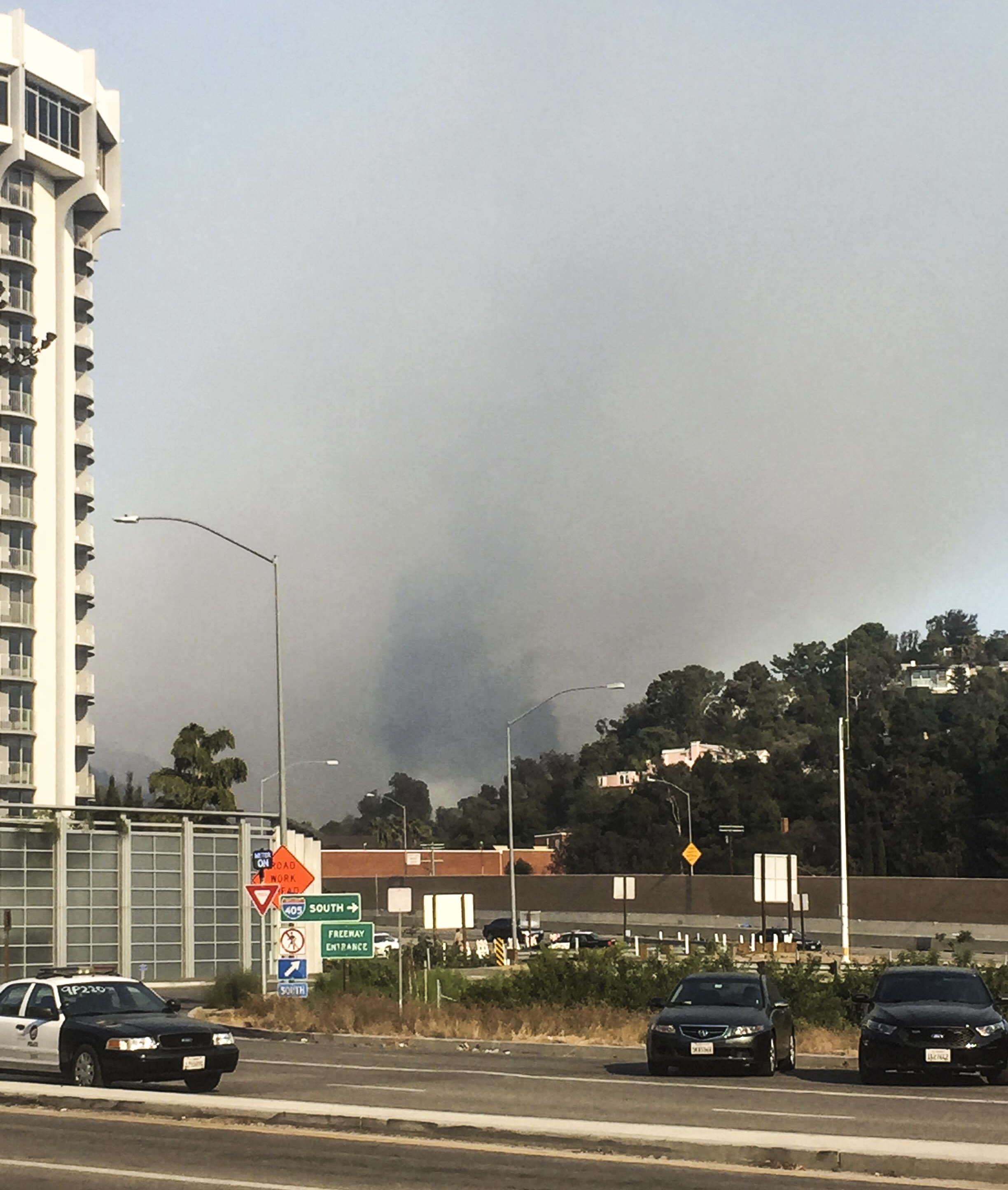 A streak of fires continues in Southern California on December 6, 2017.  In Los Angeles, Calif. both Northbound and Southbound freeways were closed to due fires near The Getty Museum along the Sepulveda pass. The fires caused many to evacute, as well as closures of several LAUSD schools. (Photo: Yuki Iwamura)