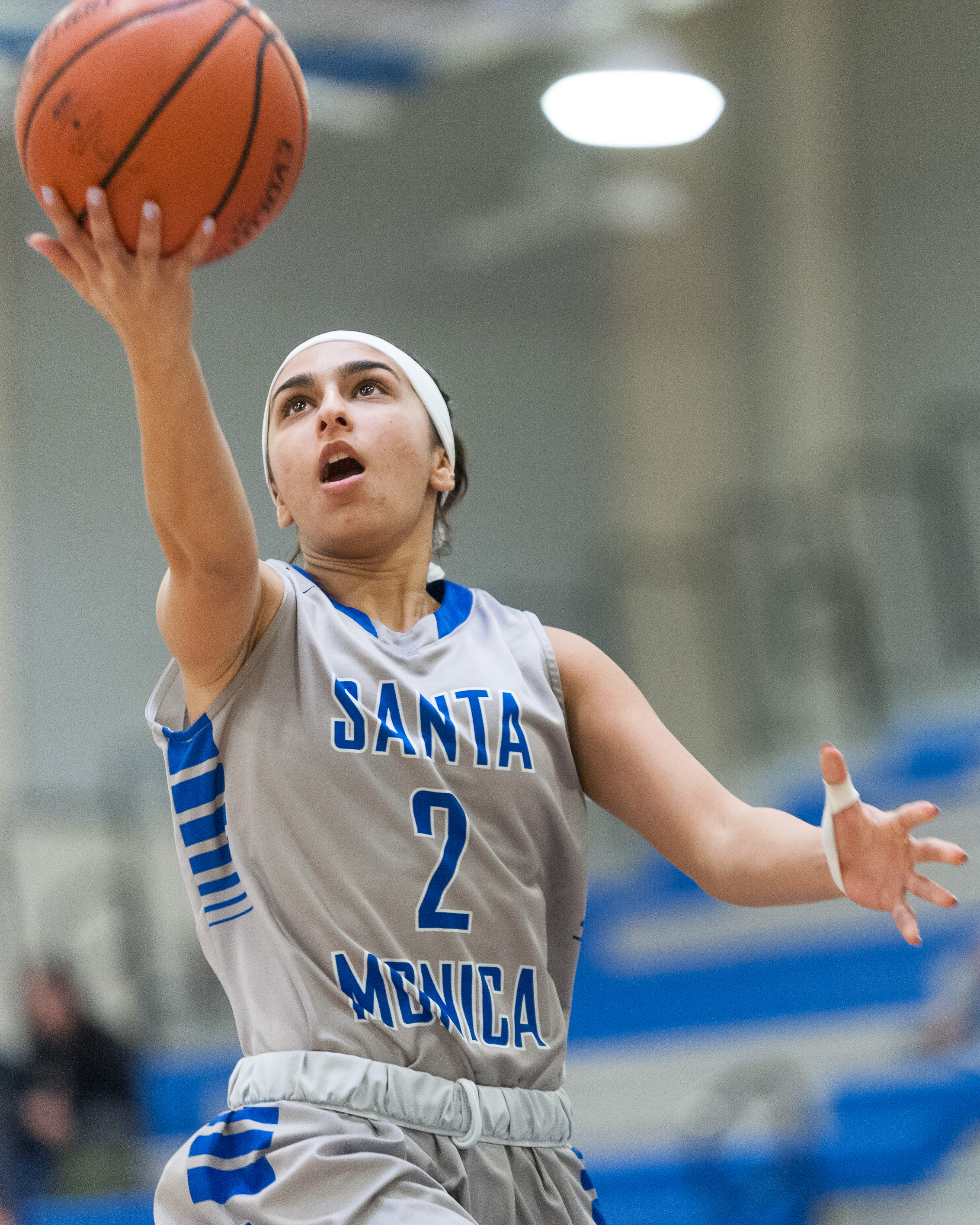 Guard Jessica Melamed (2) of Santa Monica College goes up for an uncontested layup. The Santa Monica College Corsairs lose the game 52-69 to the Moorpark College Raiders. The game was held at the SMC Pavilion at the Santa Monica College Main Campus in Santa Monica, Calif.. December 9, 2017. (Photo by: Justin Han/Corsair Staff)