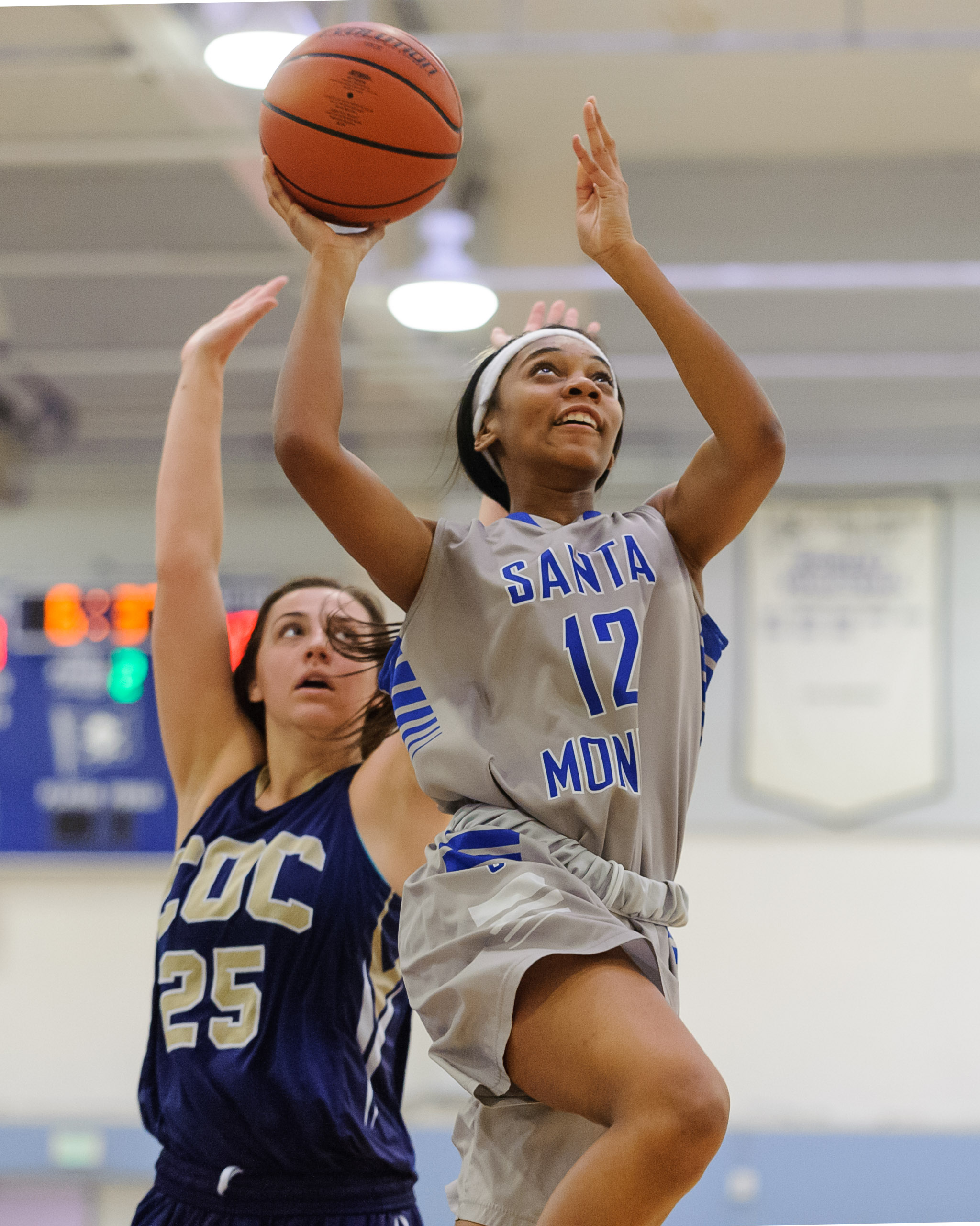 Forward Jazzmin Oddie (12,Right) of Santa Monica College passes Kalli Self (25,Left) of the College of the Canyons and soars towards the basket for a shot. The Santa Monica College Corsairs lose the game 108-70 to the College of the Canyons Cougars. The game was held at the SMC Pavilion at the Santa Monica College Main Campus in Santa Monica, Calif.. February 10, 2018. (Photo by: Justin Han/Corsair Staff)