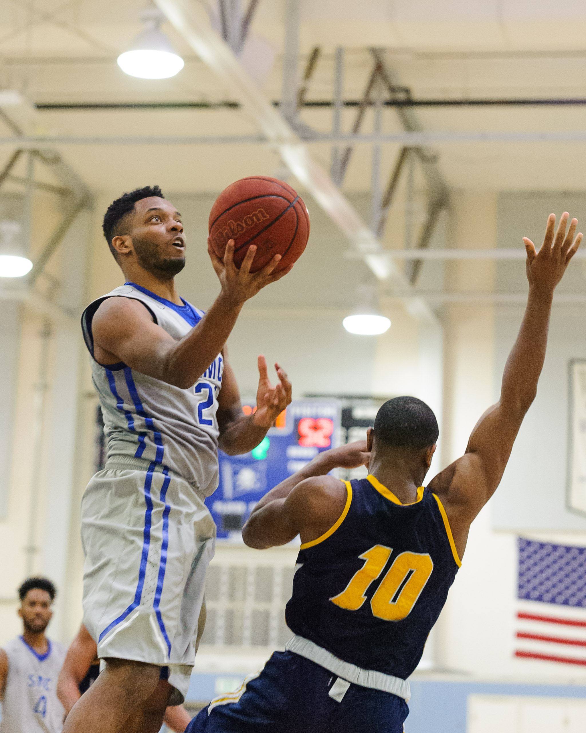 Forward Khalil Taylor (21,Left) of Santa Monica College goes up for a layup while guarded by Michael Kalu (10,Right) of the College of the Canyons. The Santa Monica College Corsairs lose the game 74-72 to the College of the Canyons Cougars. The game was held at the SMC Pavilion at the Santa Monica College Main Campus in Santa Monica, Calif.. February 10, 2018. (Photo by: Justin Han/Corsair Staff)