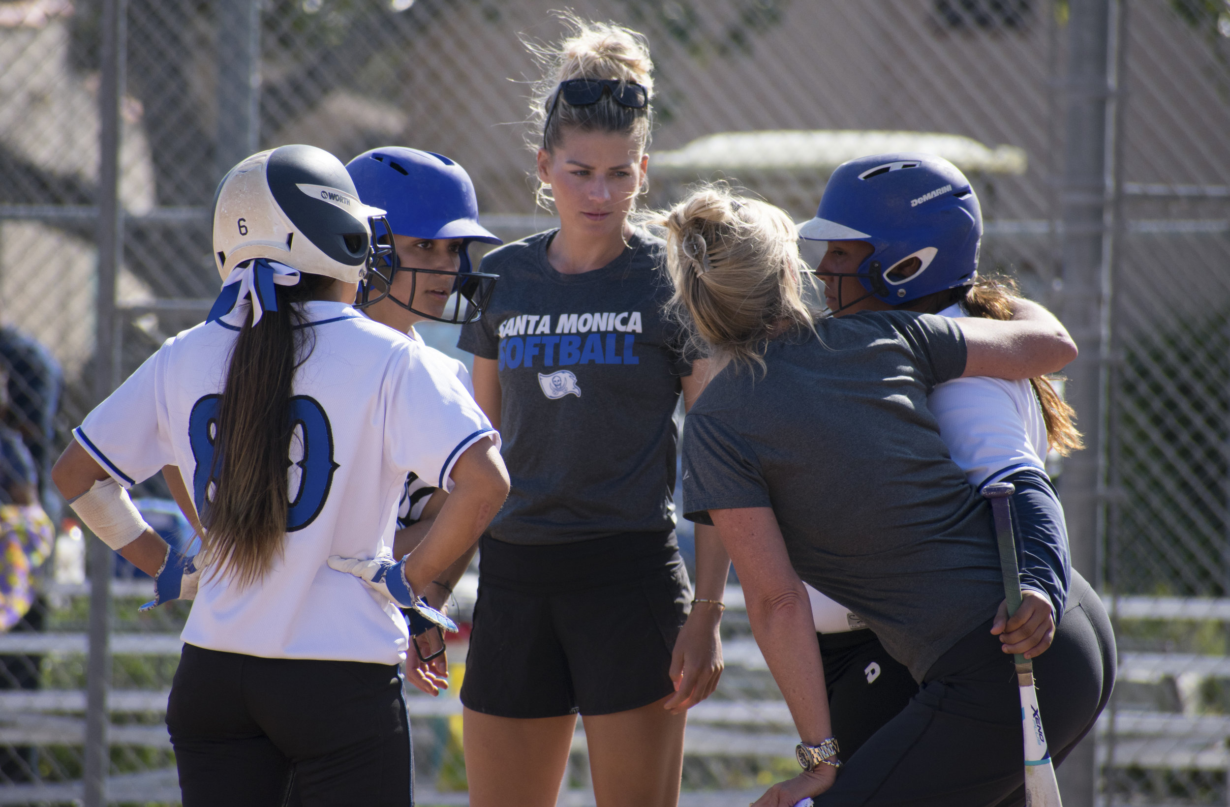 Assistant coach Sam Sheeley gives direction to the Santa Monica Corsairs during a softball game against the Cuesta College Cougars on Tuesday, April 4 at the John Adams Middle School Field in Santa Monica, California. It was a close 10-inning game, which ended in a 6-5 loss for the Corsairs. (Ethan Lauren/Corsair Photo)