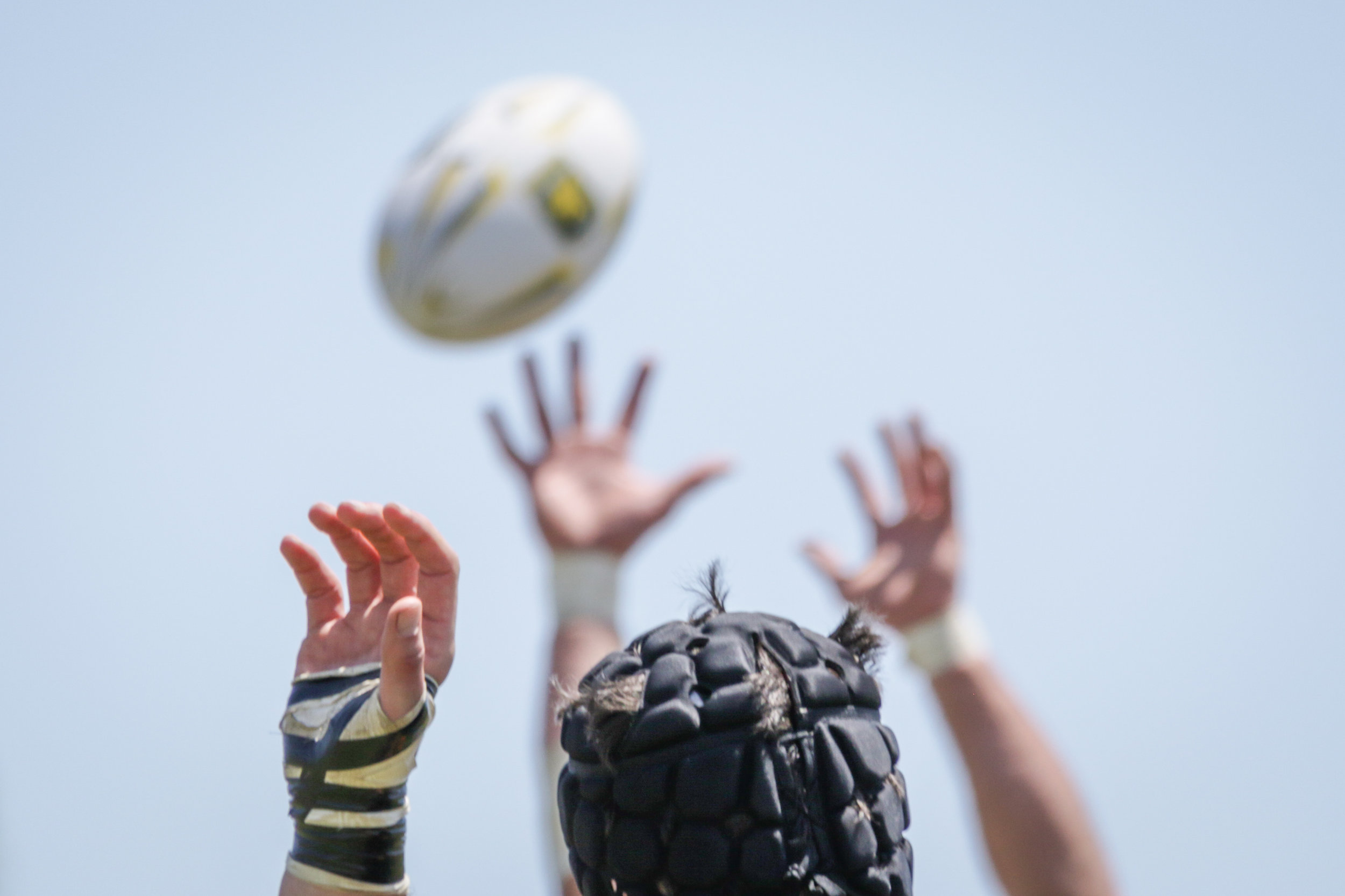 Players of Santa Monica Rugby and Old Mission Beach Athletic Club try to win possession after a line out during their game held at Westchester High School on Saturday, April 28th, 2018. The game ended 26-7 in favor for OMBAC. (Westchester, California, Saturday, April 28, 2018.) (Ashutosh Bikram Singh/Corsair Photo)