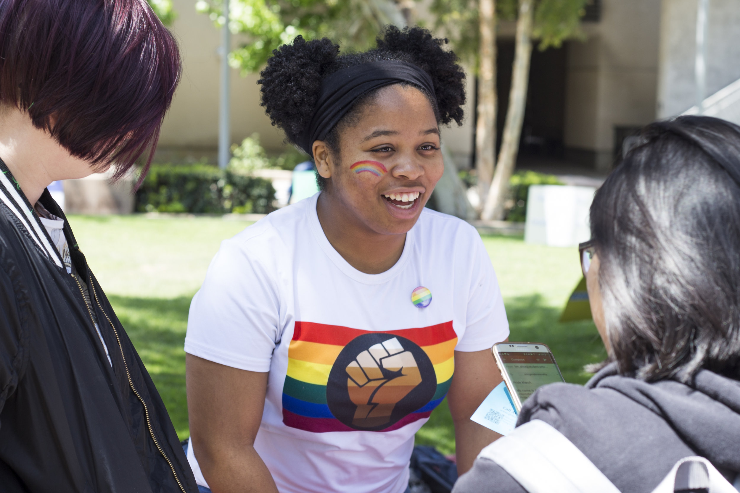 """Santa Monica College (SMC) Pride week event on Tuesday, May 15:  Elise """"Minnie"""" Gary talking to students about Pride Week activities on main campus. SMC Main Campus. Santa Monica, California. May 15, 2018. (Fernanda Rivera, Corsair Photo)."""