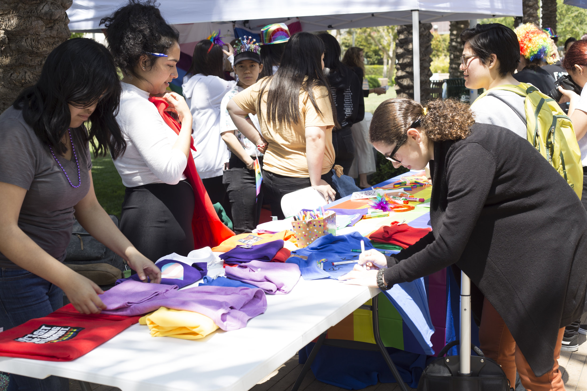 Engaged guests. Santa Monica College (SMC) pride week event on Tuesday, May 15.  The decorating shirt table was a huge success amongst students and other guests. SMC main campus. Santa monica, california. May 15, 2018 (Fernanda Rivera, Corsair Photo)