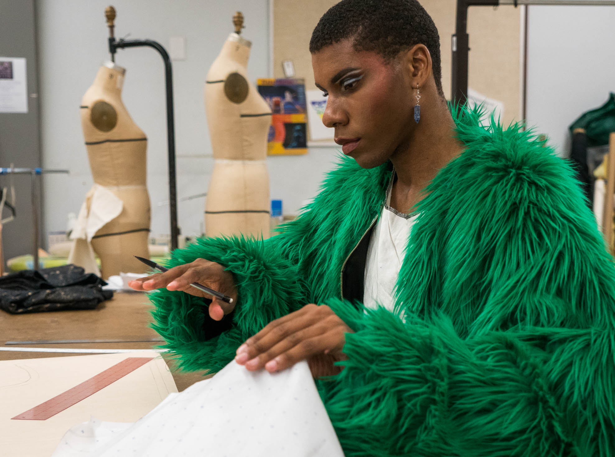 Jay Caanodii making his outfit pattern for the fashion show. Photo by Rea Sohn/Corsair Contributor