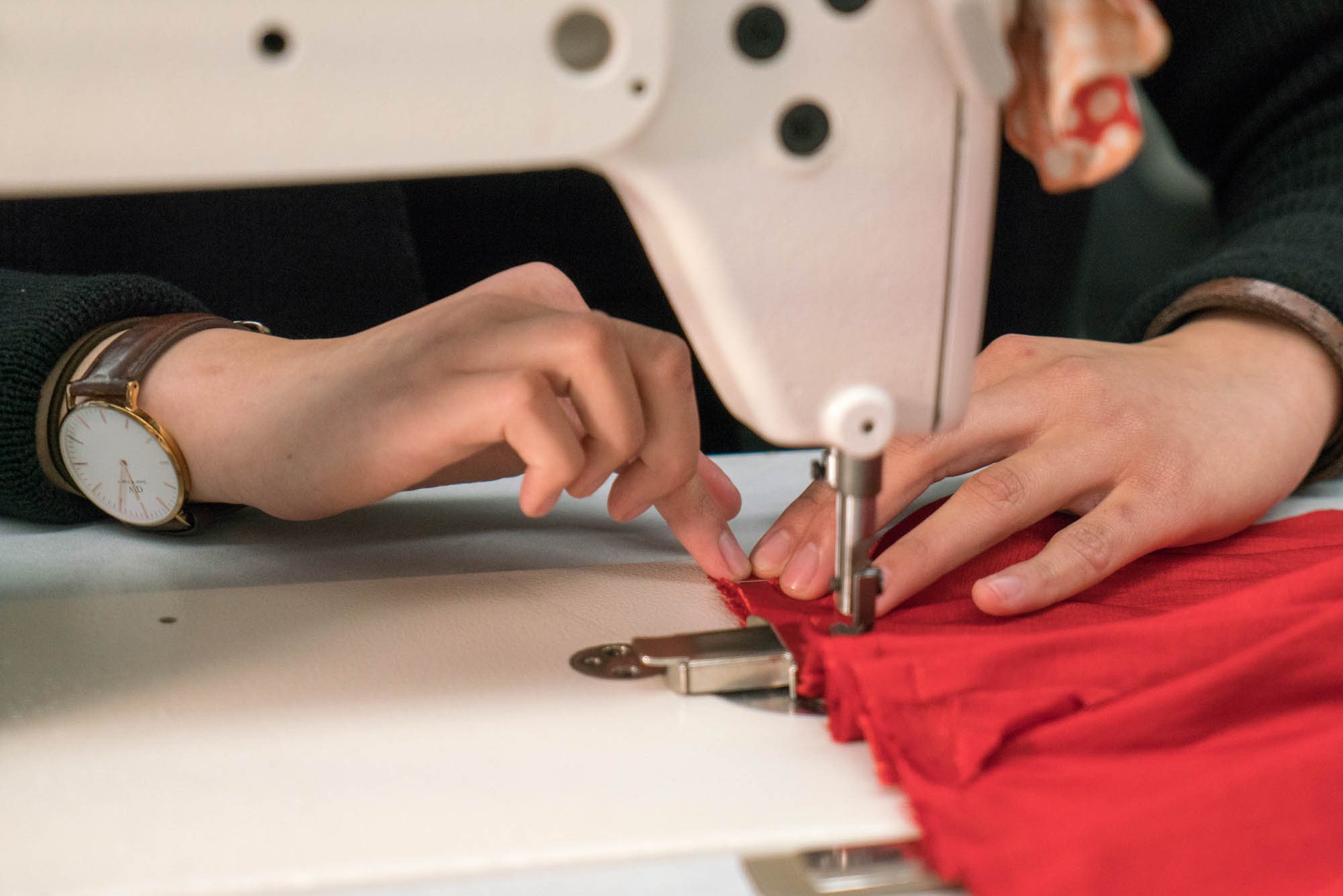 Pei Han Lee sewing her dress. Photo by Rea Sohn/Corsair Contributor