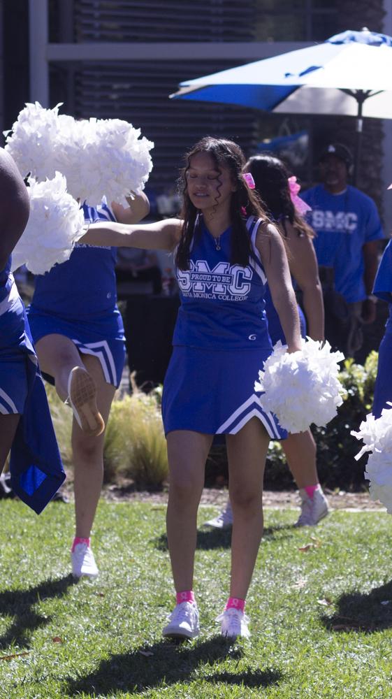 Jessica from the Santa Monica College Cheer Club entertains SMC students on Teusday October 16, 2018. (Irving Santiago/ Corsair)