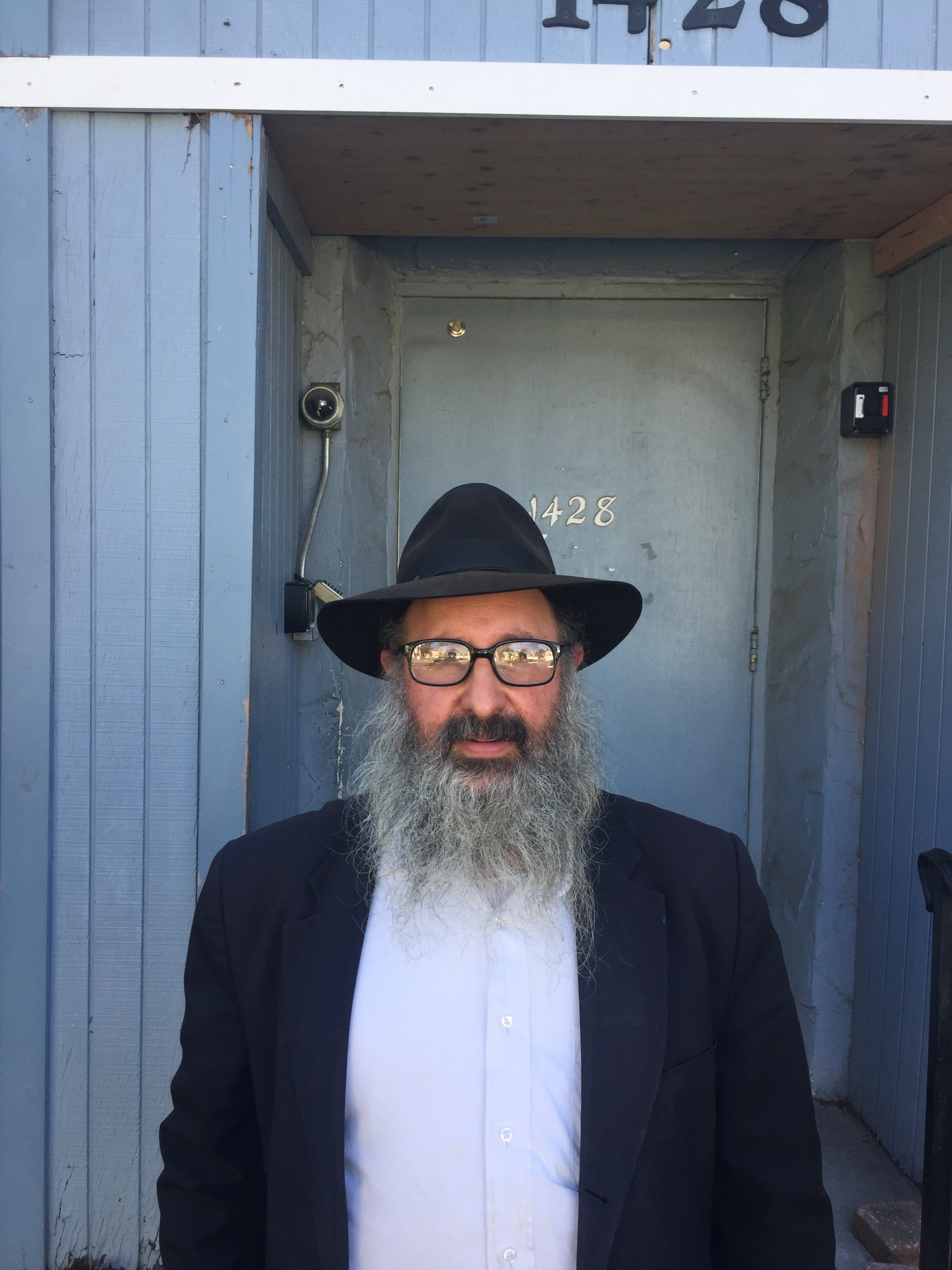 Rabbi Isaac Levitanksy stands outside Chabad House Synagogue in Santa Monica, California, on Thursday, November 1st, at 10:30 am. (Jazz Boothby/ Corsair Staff)