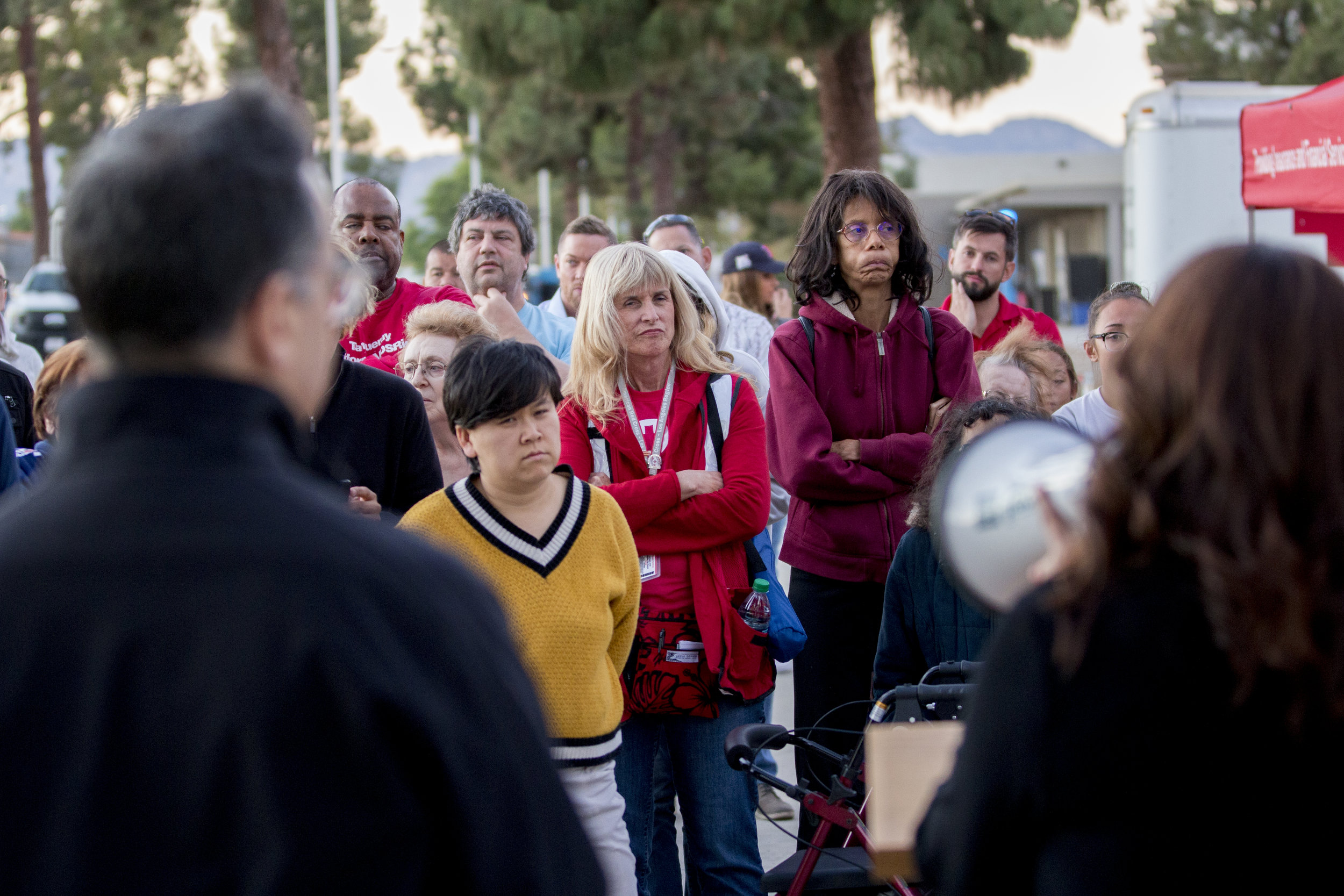 Evacuees listen as authorities share updates on the Woolsey fire in front of the evacuation center set up at Los Angeles Pierce College on November 9, 2018 in Woodland Hills, Calif. (Jose Lopez)