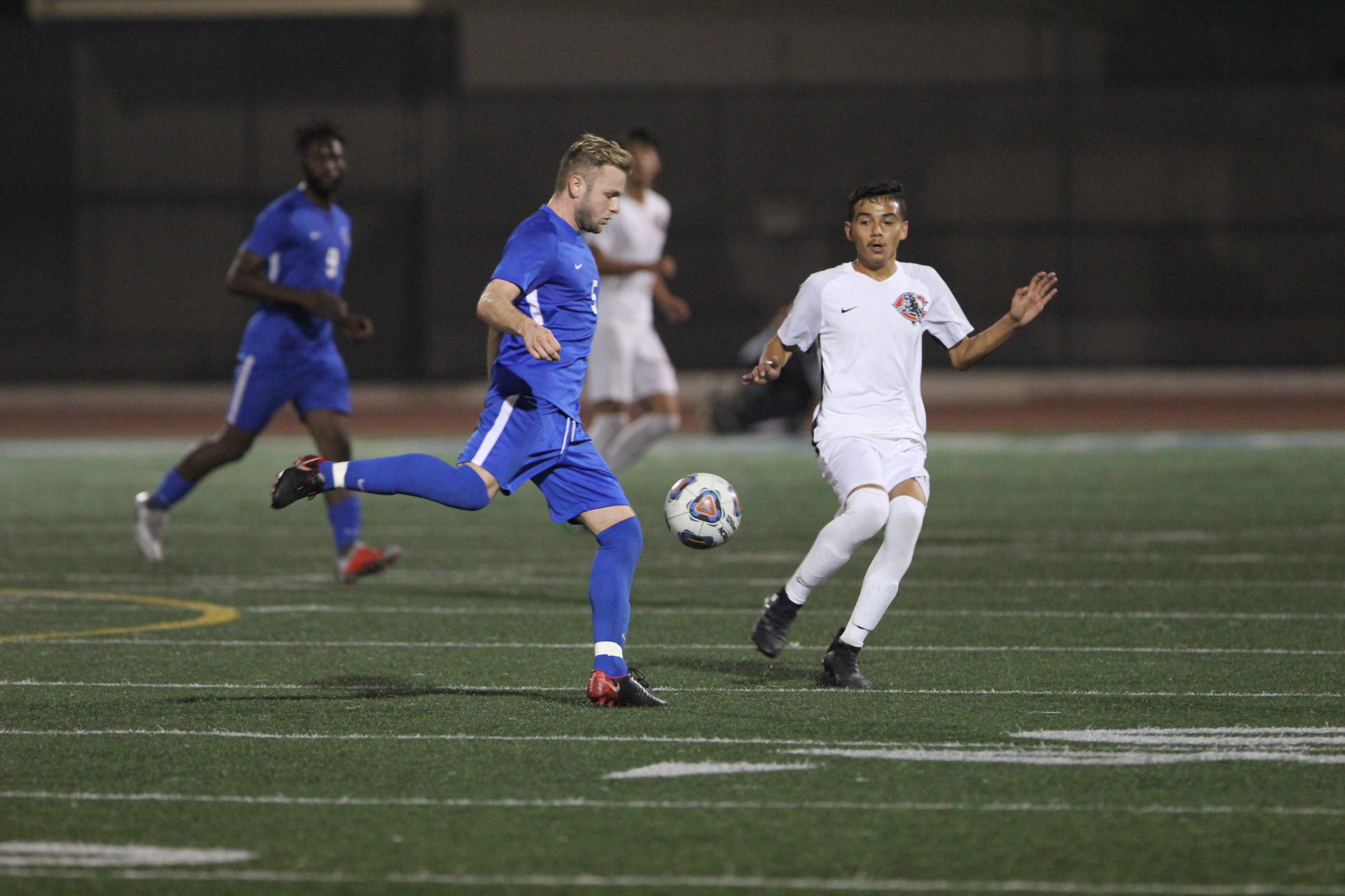 Santa Monica College Corsairs men's soccer team,mid elder, Alec Mclendon crosses ball against Chaffey college during playoff game at the Corsair eld inSanta Monica California on November 17, 2018. The Corsairs went on to win the game 2-0. (Dylan Cortez/ Corsair Staff)