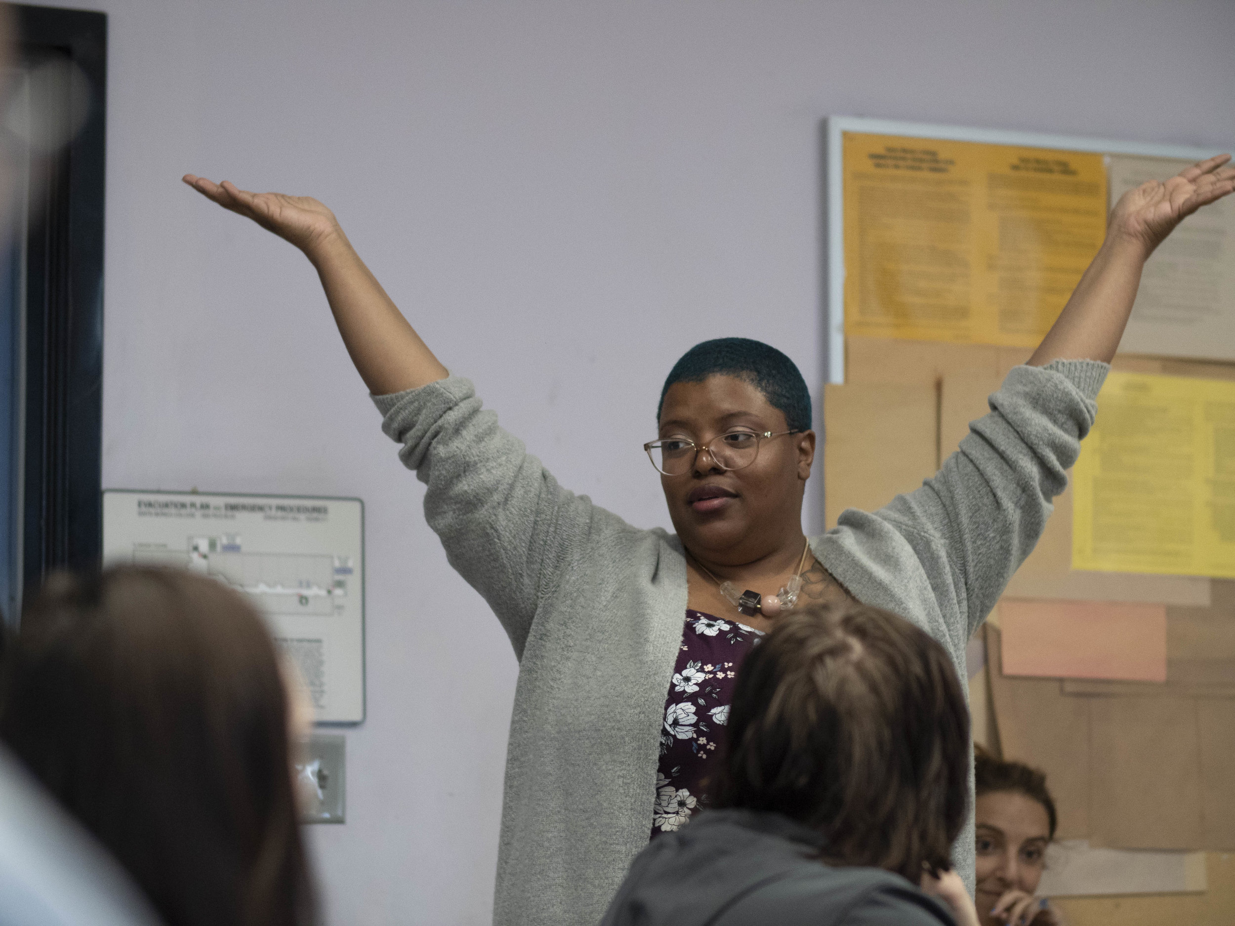 Bridgette Robinson engages students in her English composition class at Drescher Hall, at Santa Monica College, Santa Monica, California.  (Victor Noerdlinger/Corsair Staff)