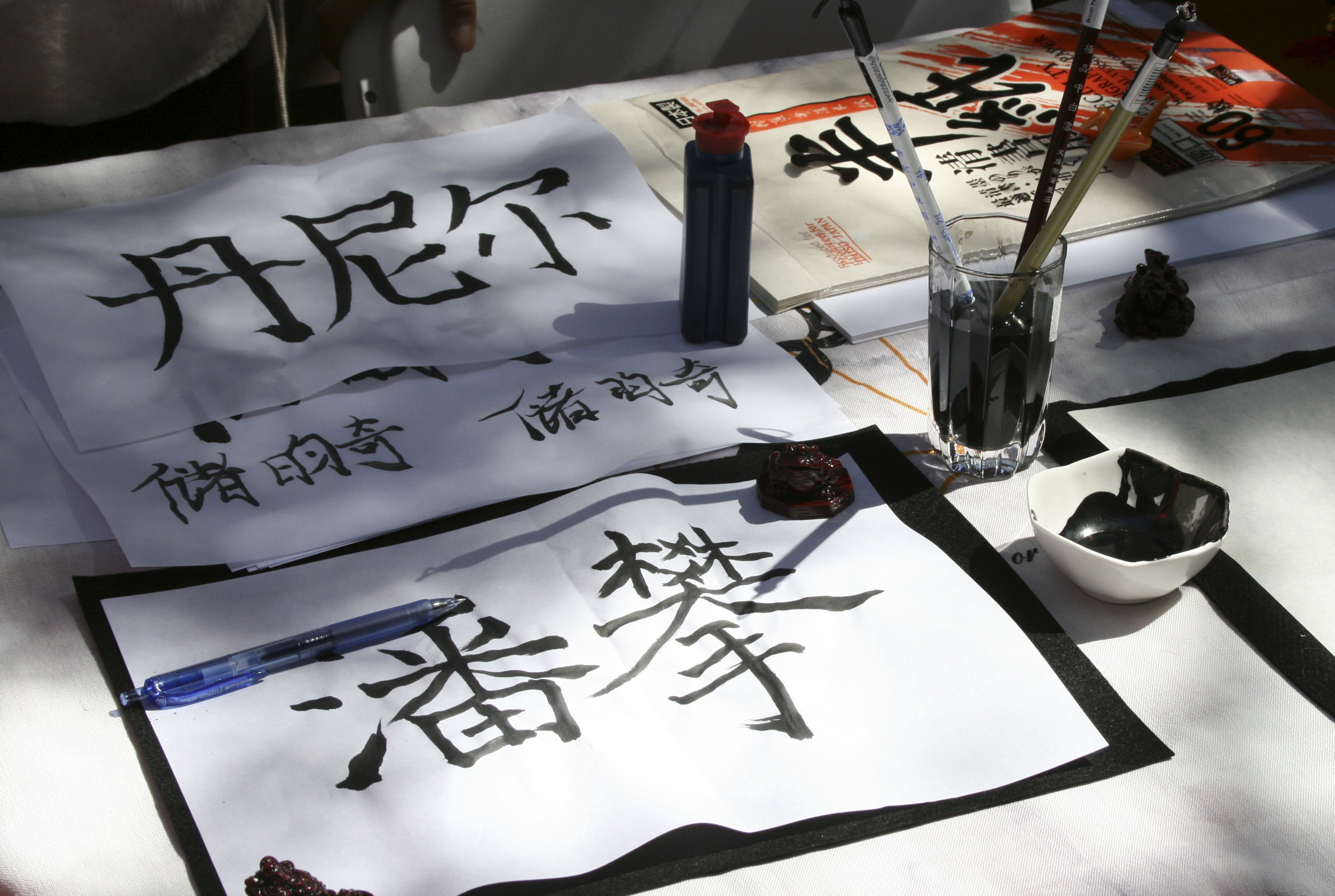Club awareness day at main campus Santa Monica College, the Chinese club leave out the calligraphy utensils while promoting their club. March 28, 2019. (Janet Ali/ The Corsair)