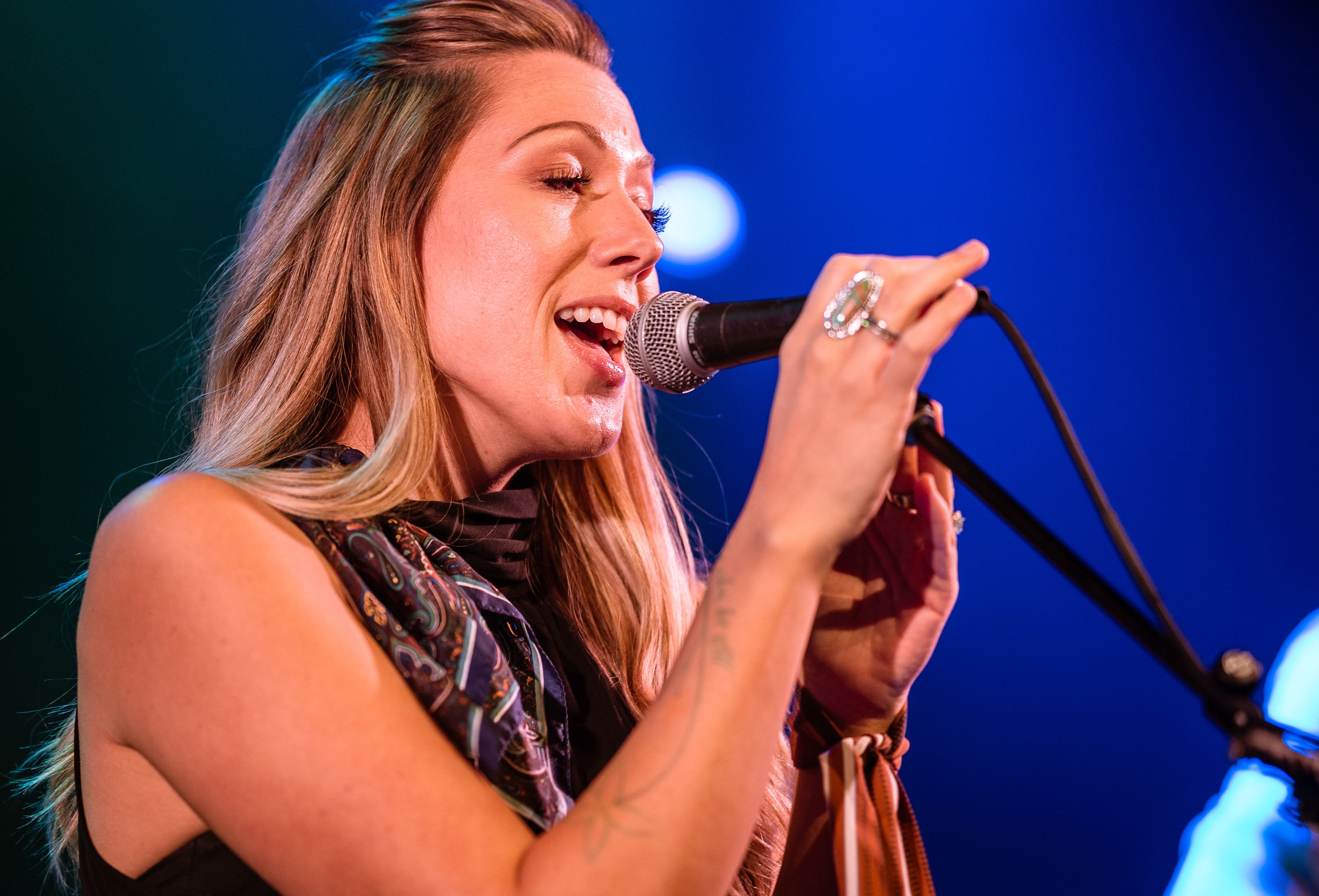 Colbie Caillat sings in her new band Gone West's debut performance at The Troubadour in West Hollywood, CA on Friday, May 10, 2019. Gone West is a new Nashville-based band featuring 2-Time Grammy Award Winner Colbie Caillat, multi-platinum singer/songwriter Jason Reeves, 4-time Hawaii Music Award Winner Justin Kawika Young and ACM and CMT nominated artist Nelly Joy. (Glenn Zucman/The Corsair)