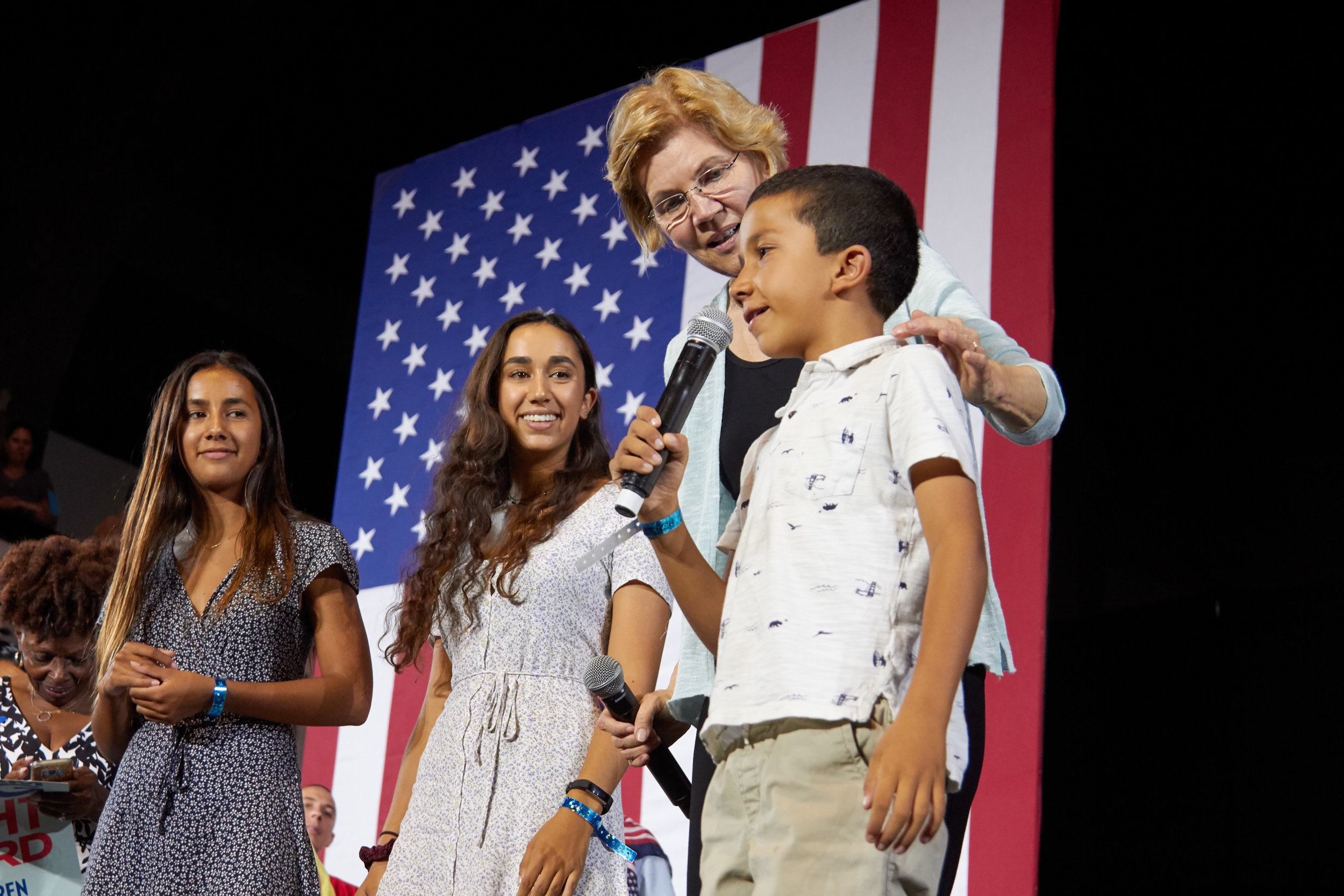 Massachusetts senator Elizabeth Warren shares the stage with children at the end of her Town Hall event for her presidential campaign, at the Shrine Expo Hall, Los Angeles, California, on August 21st 2019. (Marco Pallotti/The Corsair)