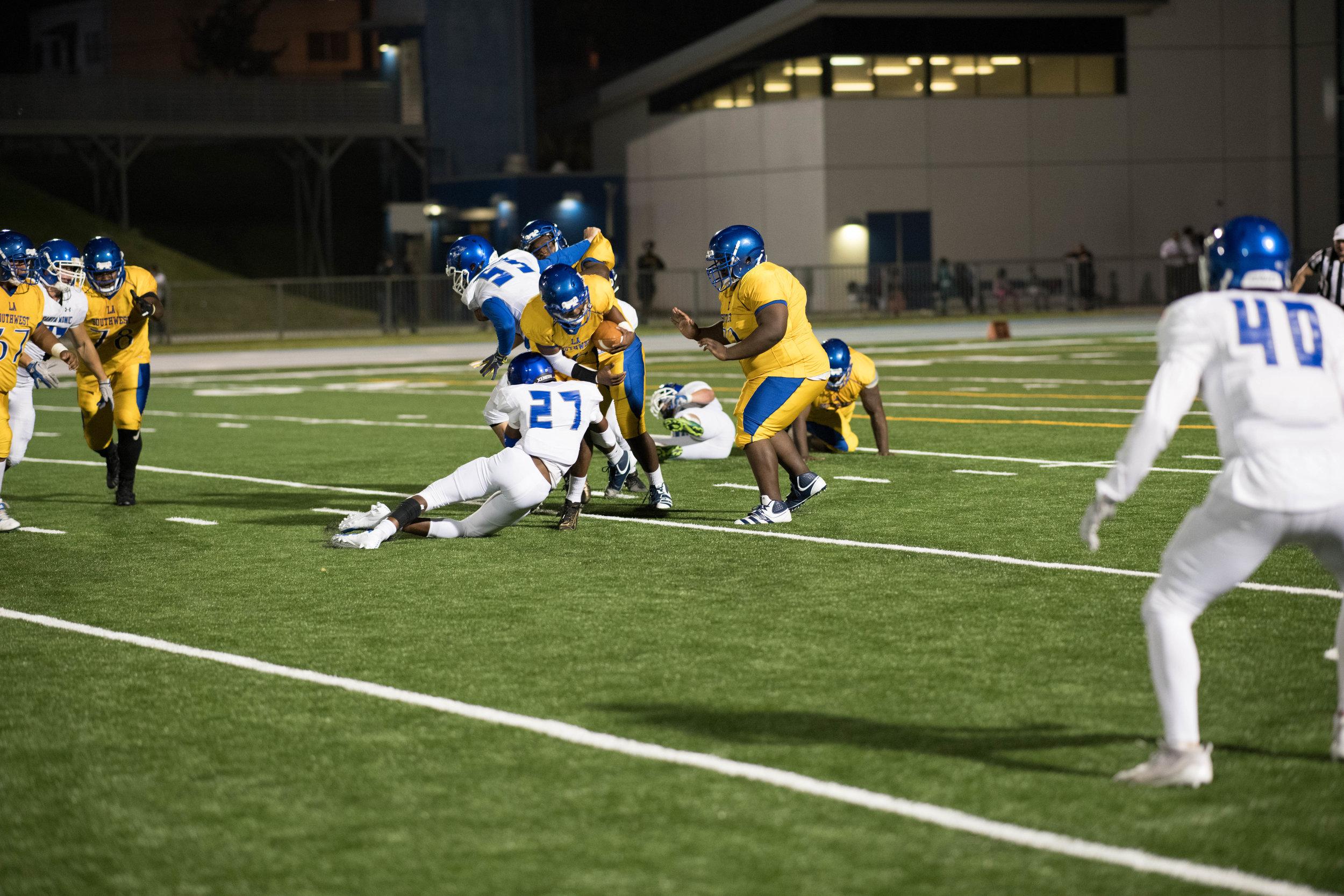 #27 Kason Robertson sacks Southwest quarterback.(Photo by Kevin Tidmore/The Corsair)