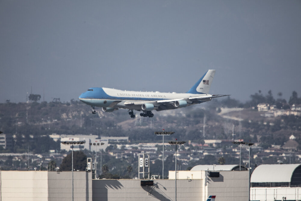 Air Force One, carrying President Donald J. Trump, approaches the northern runway of LAX at 4:11pm on September 17, 2019 in Los Angeles, Calif.  (Joshua Nicoloro/The Corsair)
