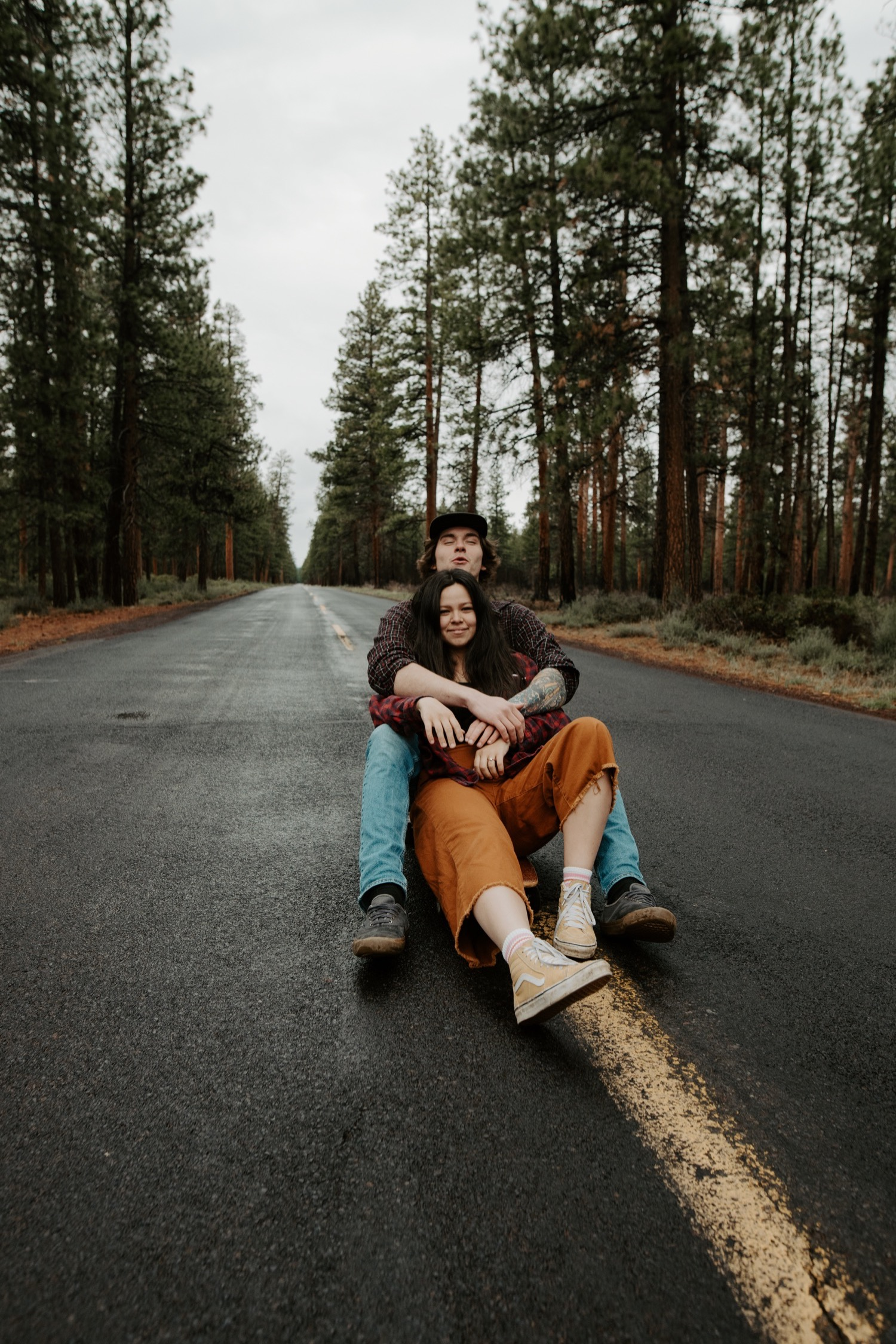 21_Sisters_Oregon_Adventure_Session-25_Oregon_couple_engagement_Bend_adventure_Photography_PNW_longboard.jpg